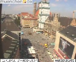 Blick entlang des Rathauses auf die Frauenkirche, Kamera der Stadt.