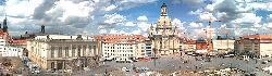 Neben der Kirche sind auch das Schloss, der Jüdenhof und Teile der Bebauung zu sehen.
