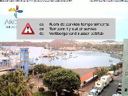 Blick auf den Hafen des Ortes