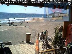 Canarian Surf Fruit (Bekleidung) liegt direkt am Strand, was die Kamera beweist
