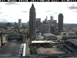 Blick auf den Messeturm von der Messe Frankfurt aus, von 1990 an war der Turm sieben Jahre lang das höchste Hochhaus Europas.