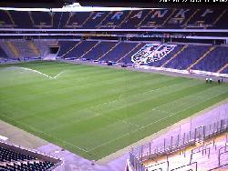 Innenansicht des Stadions mit den Besucherrängen