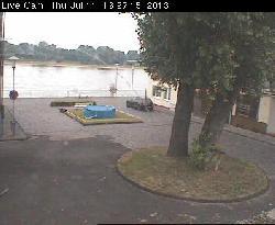 Blick auf den Platz am Rhein