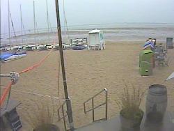 Blick auf die Außenterasse am Strand
