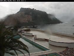 Blick auf den befestigten Berg und Schloss vom Pedraladda Clubhotel aus.