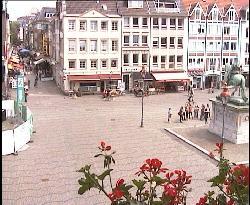 Der Platz vor dem Rathaus mit dem Denkmal des Johann Wilhelm von der Pfalz