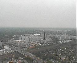 Blick Richtung Süden über die Stadt mit dem Fernsehturm im Hintergrund