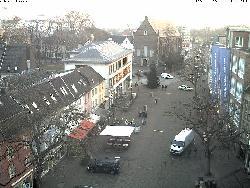 Blick auf den Neusser Markt vom Rathaus aus gesehen.