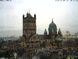 Blick vom Rathaus auf das Quirinus Münster am Münsterplatz im Nordosten